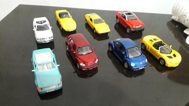 Carros de coleção todos os 8 por 120 ou 20 cada