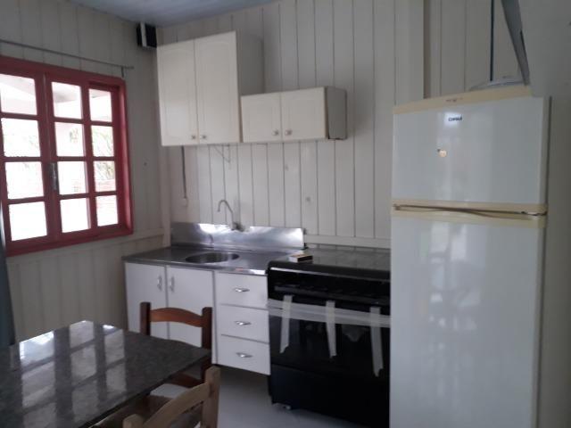 Vendo pequena casa de madeira na Pinheira - Foto 9