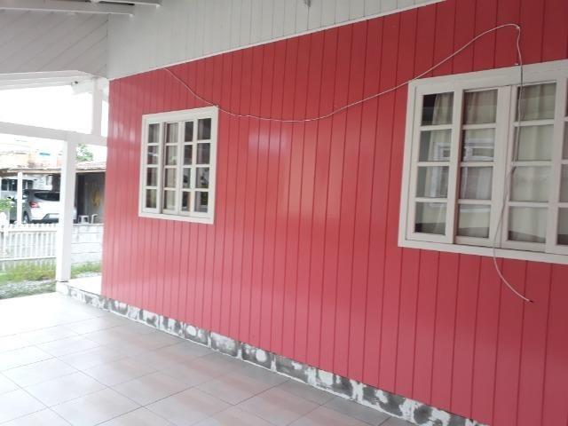 Vendo pequena casa de madeira na Pinheira - Foto 3