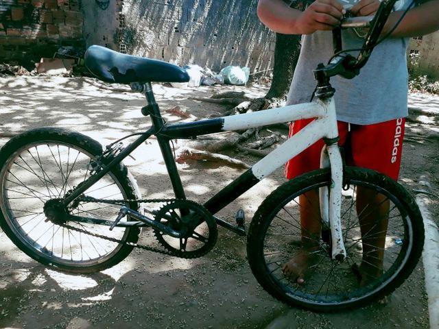 Bicicleta troca em celular dou volta de 20 reais