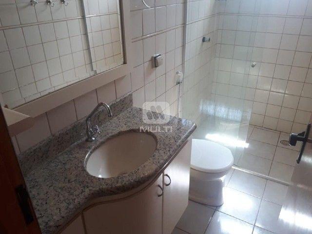 Apartamento para alugar com 3 dormitórios em Saraiva, Uberlândia cod:L13428