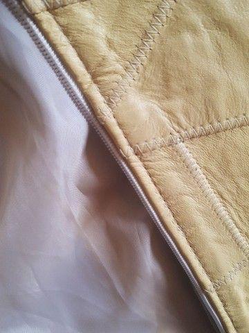 Jaqueta de Couro cor Amarela, praticamente nova - Foto 3