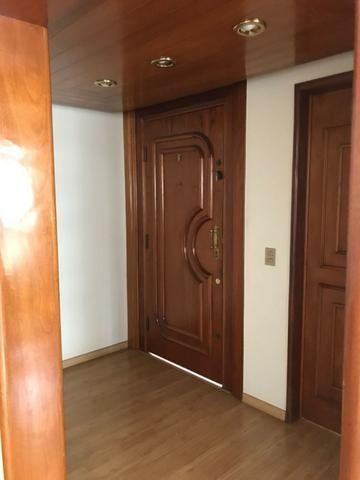 Lindo Apartamento 4 suítes, 285m², 02 vgs paralelas, Setor Oeste
