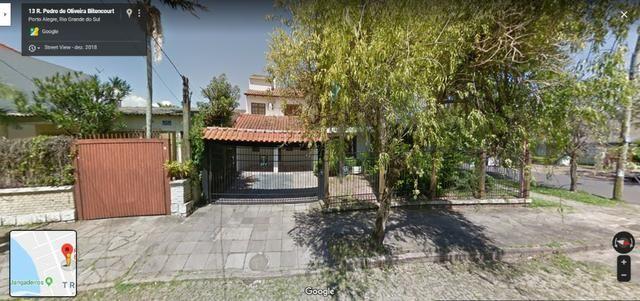 Casa Alto Padrão de esquina no Bairro Tristeza Porto Alegre - Retomado