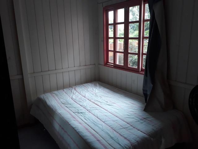 Vendo pequena casa de madeira na Pinheira - Foto 11