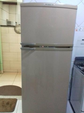 Armário de cozinha e geladeira frost free - Foto 6