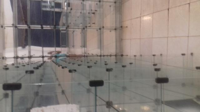 Prateleiras e balcões de vidro e de aço - Foto 2