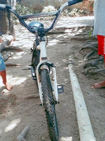 Bicicleta troca em celular dou volta de 20 reais - Foto 2