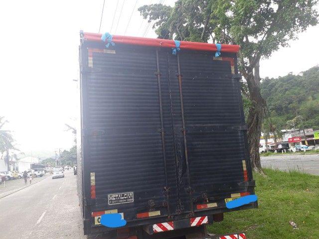 Caminhão baú  - Foto 7