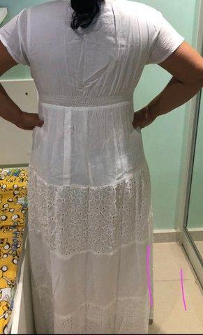 Vestido longo branco com detalhes em renda  - Foto 2
