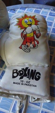 Saco de pancada e duas luvas de box infantil - Foto 2