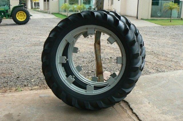 Par de pneus fino 13-6-38 e 12-4-38 - Foto 5