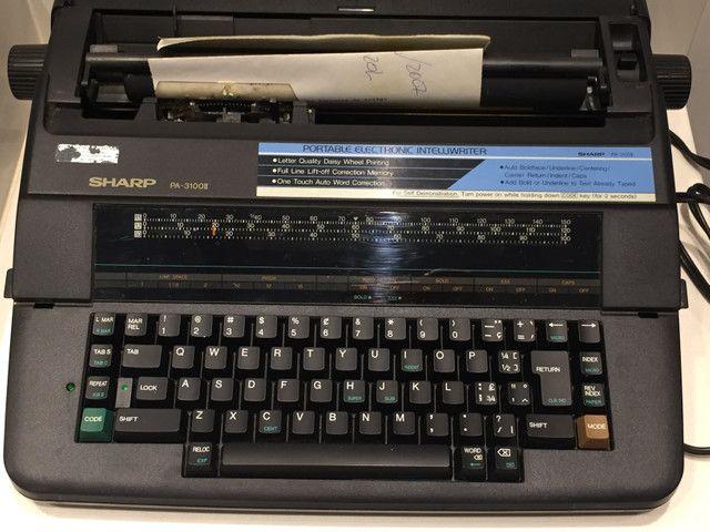 Máquina de Escrever Elétrica Sharp PA-3100II - Foto 2