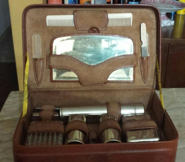Kit Vintage De Banheiro Com 12 Peças Em Maleta De Couro