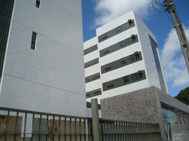 Apartamento para Alugar 3 Quartos Engenho do Meio R$. 1600,00 ( Incluso dotas as Taxas )