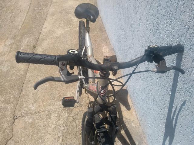Bike suspensão no quadro e garfo - Foto 2