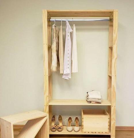 Arara para roupas com madeira tratada