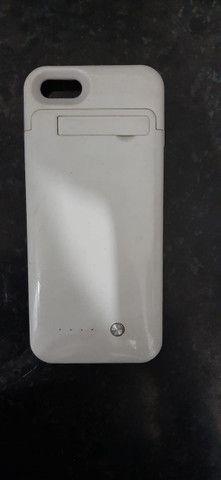 Capinha carregadora iphone 5s, perfeita, branca - Foto 3