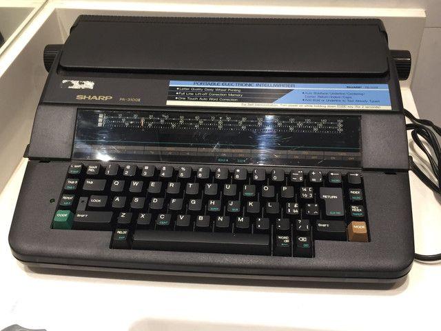 Máquina de Escrever Elétrica Sharp PA-3100II