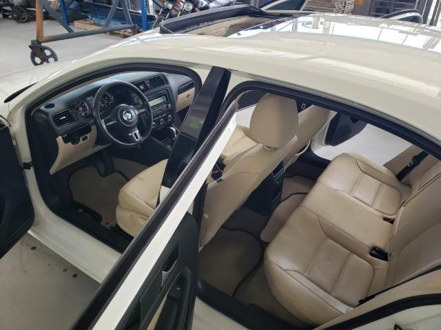 Jetta 2.0 Automático 11/12 Comfortline Tiptronic interior caramelo com teto solar - Foto 6
