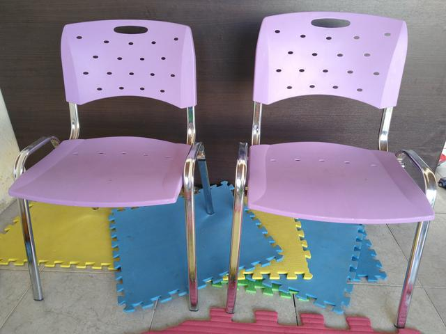 02 Cadeiras Roxas