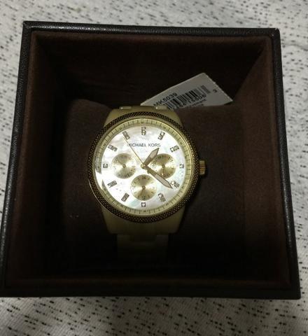 a33fe13a0c0 Relógio da Michael Kors Original (madre pérola) - Bijouterias ...