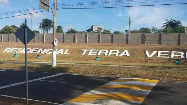 Terreno de 1.017 m2 com Benfeitorias e Edificações, Plano no Terra Verde em Fernandópolis