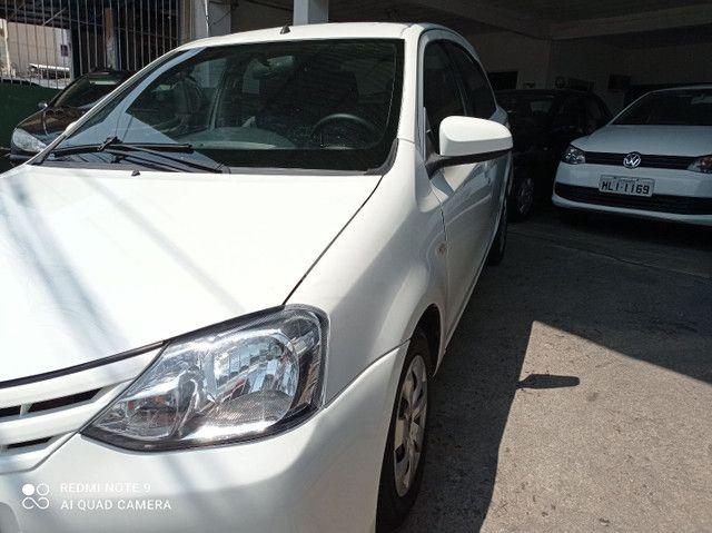 Toyota Etios xs1.5 completo bem conservado - Foto 3
