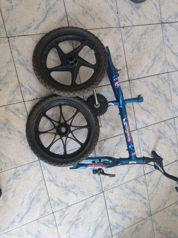 Quadro e roda com pneu bicicleta infantil aro 16 - Foto 2