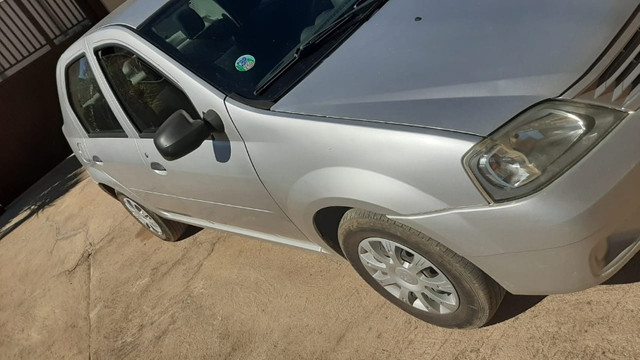 Carro logan 2010 , com chave reserva e manual - Foto 4