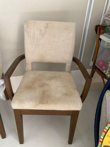 Cadeira estofada com linhão cru