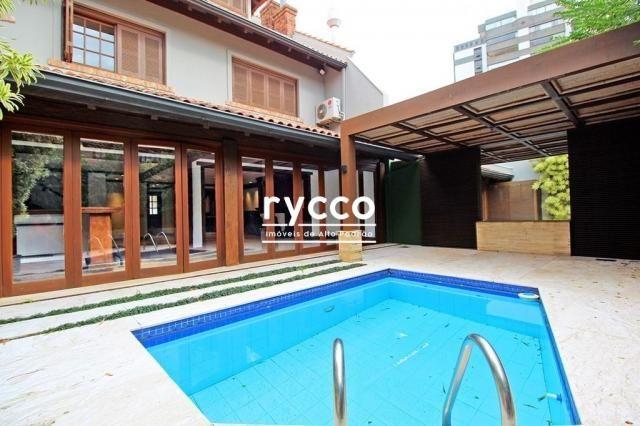 Linda casa, com 385m² privativos, bairro Boa vista.