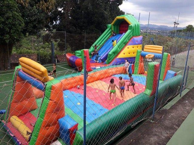 Locação de futebol de sabão, tobogãs, pula pula e vários outros brinquedos - Foto 3