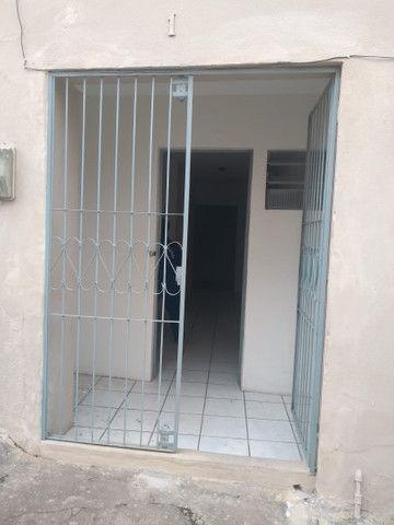 Alugo casas 400, em conj residencial próximo ao centro - Foto 2