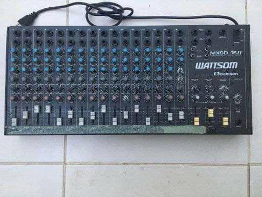 Mesa de som, 16 canais + potência de som 400 WRMS