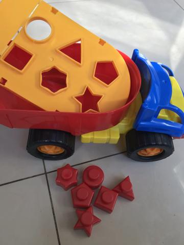 Caminhão de encaixar formas - Foto 2