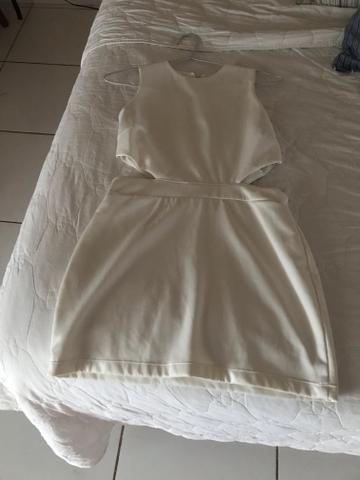 Vestidinho branco e blusa preta!!!!