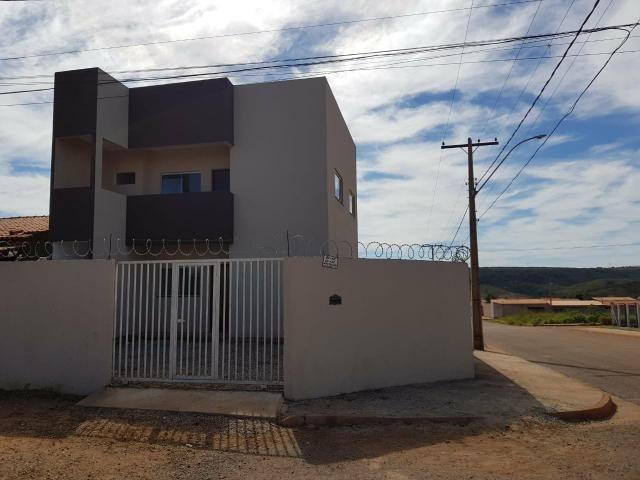 Apartamento 2 Qts, Sala, Cozinha, Banheiro, Área de Serviço e Garagem