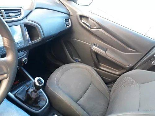 Carro Chevrolet onix - Foto 3