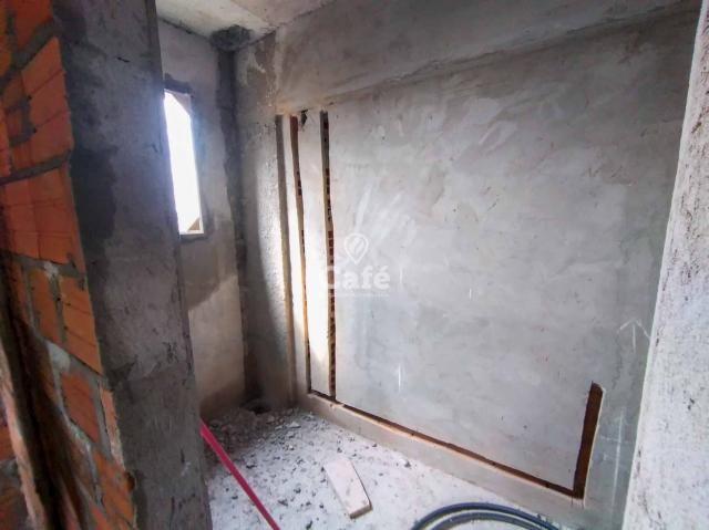 Òtimo empreendimento com 2 Dormitórios, 1 suíte, garagem, sendo localizado em um bairro no - Foto 3