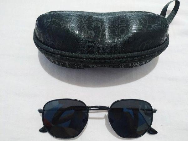 Óculos de sol Hexagonal Polarizado com capa