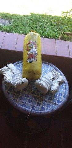 Saco de pancada e duas luvas de box infantil - Foto 4