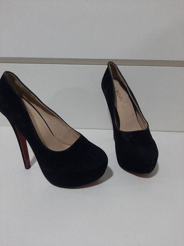Sapato com sola vermelha  - Foto 2