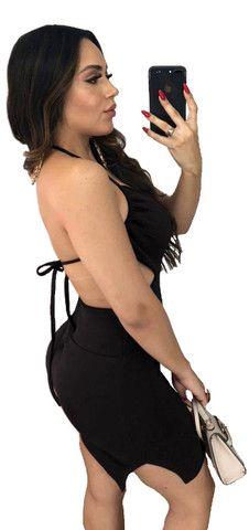 Vestido Curto Colado Sensual de Alcinha de Amarrar Decotado com Bojo Moda Festa e Balada - Foto 2
