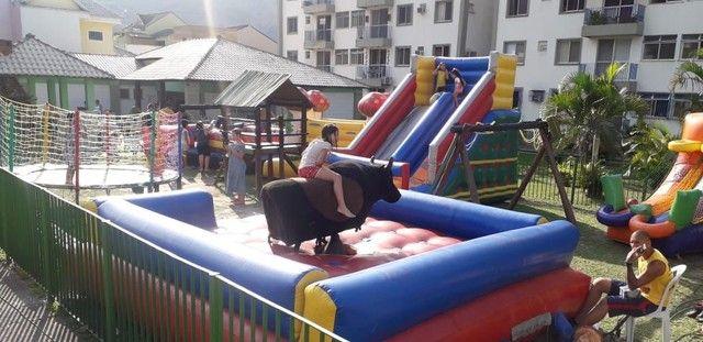 Locação de futebol de sabão, tobogãs, pula pula e vários outros brinquedos - Foto 2