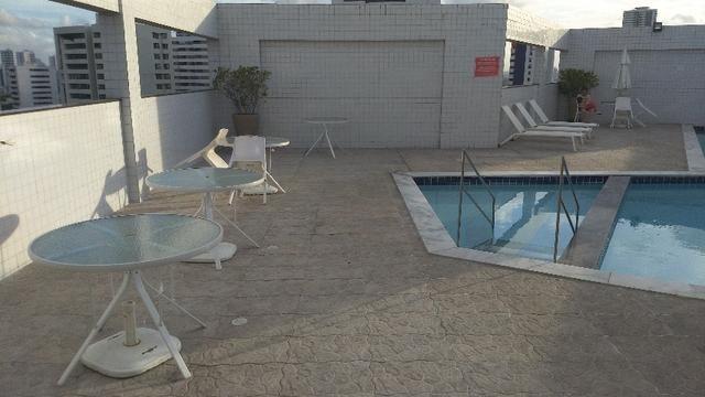 Apartamento na Jaqueira com duas vagas cobertas
