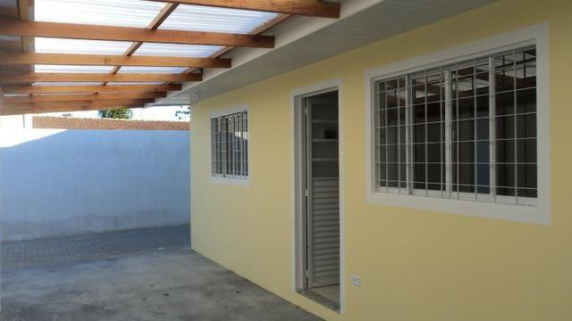 Ótima casa ,2 quartos no Hauer,em condomínio c/garagem coberta