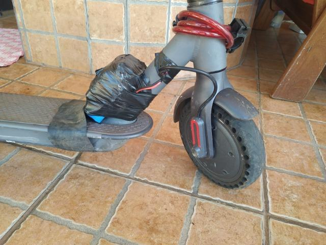 Patinete Foston - Nota fiscal, bateria extra e 2 pneus maciço infuráveis - Foto 4