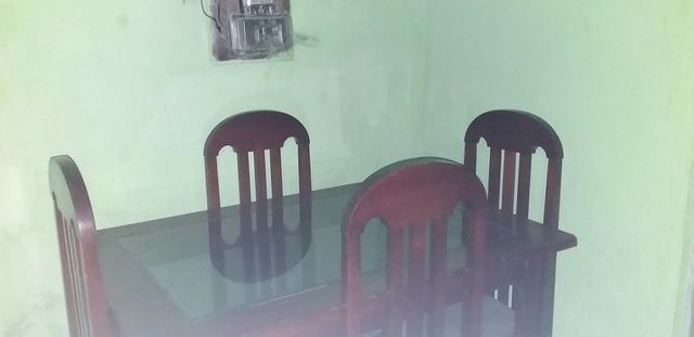 Mesa de quatro cadeiras de madeira - Foto 3