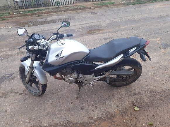 *4//vendo essa moto CB 300 ano 2010